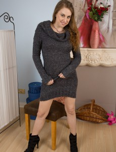 Elegant 34 Year Old Krissi from  Onlyover30  Opens Her Long Sleek Gams