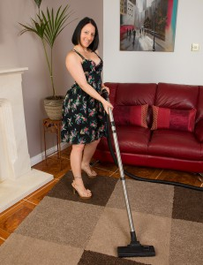 39 Year Old Amber L Takes a Break from Her Chores and Maturbates