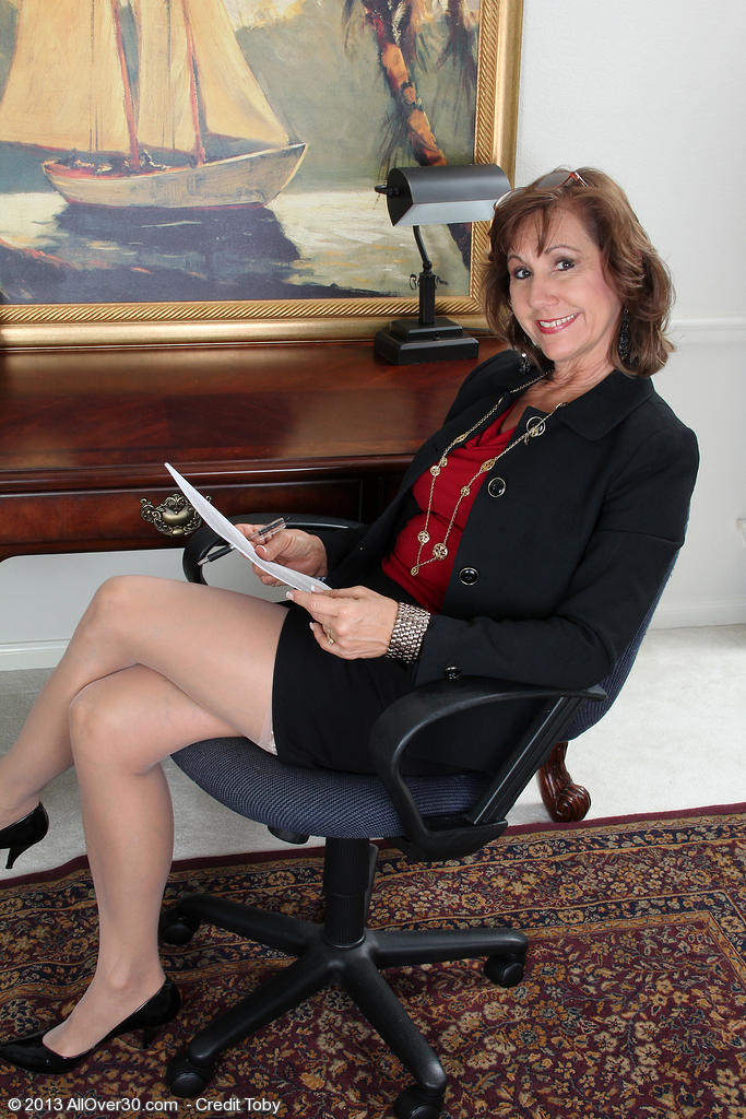 53 Year Old Lynn Takes a Break from Her Steno Work to Show off Her Body