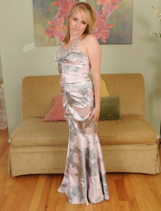 Elegant 31 Year Old  Wife Willow from  Onlyover30 Widens Ass