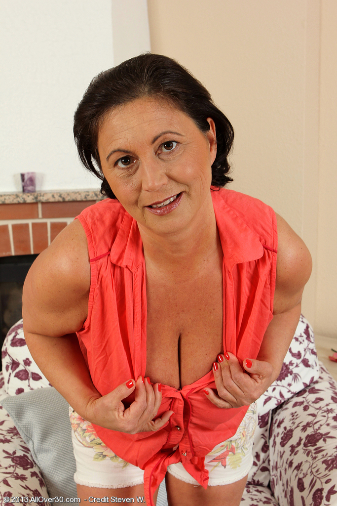 52 Year Old Kata Lets Her Strong Stringing Up Hooters out While Widening Pinkish
