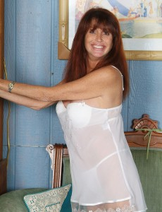 49 Year Old Kayla L from  Onlyover30  Opening Up Her  Older Long Gams