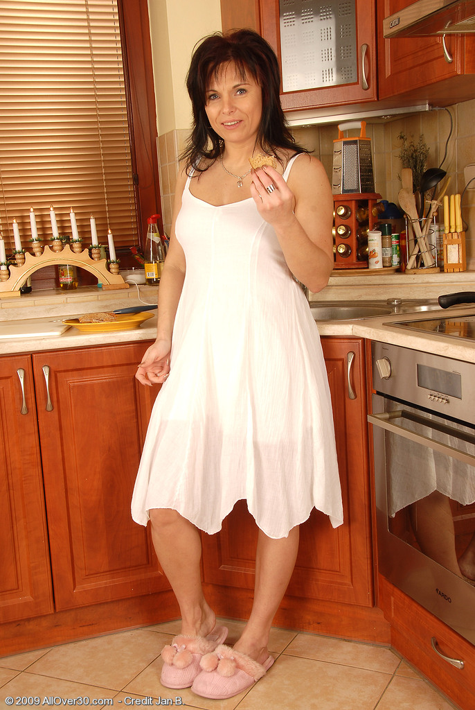40 Year Old Linette Shows off Her Clean-shaved and Very Rock Hard Pussy Here