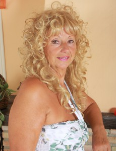 62 Year Old Samantha T from  Onlyover30 Gives Us an Eye Full of Pussy