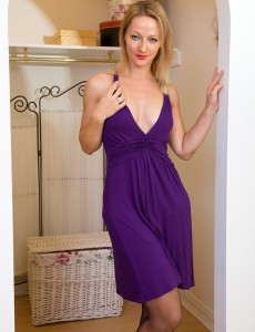 Elegant Mom Tara Trinity Slip out of Her Purple Dress and Opens Up Gams
