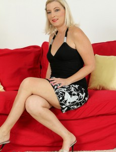 Beautiful  Wifey Michelle H from  Onlyover30 Demonstrating off Her Assets